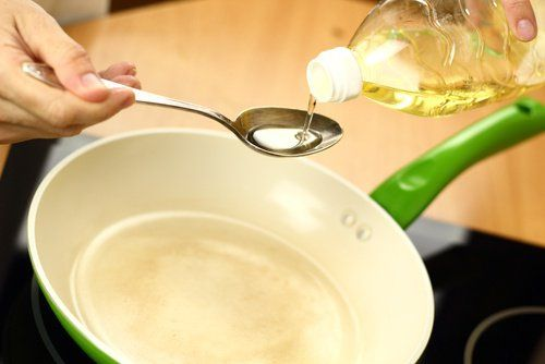Сковорода і металеві прилади