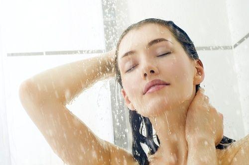 У який час краще всього приймати душ: чи має це значення?