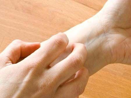 Чому свербить права рука?