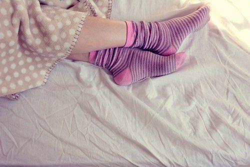 Спати в шкарпетках, так це корисно?