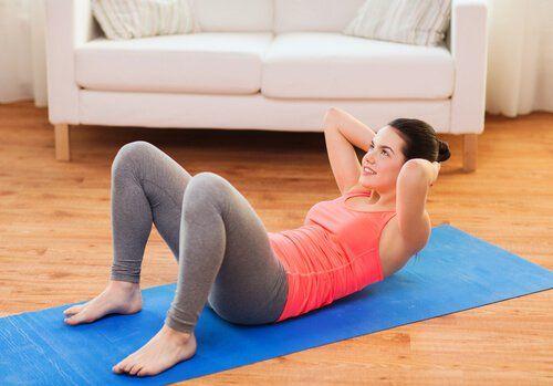 Стрункий живіт: 5 ефективних вправ