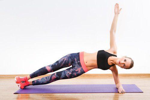 Талія твоєї мрії: 6 простих вправ, які можна робити де завгодно